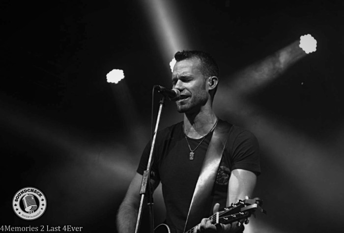 Chad Brownlee performs at the Coors Light Kitchen Party - Photo: Sophie Pyne