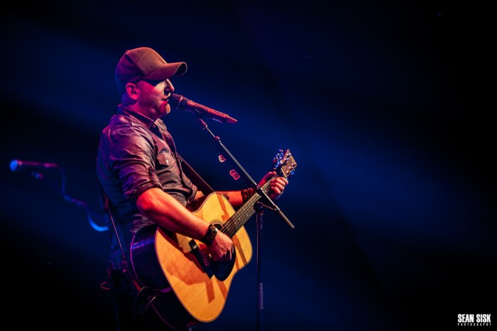 Tim Hicks performs at Algonquin College - Photo: Sean Sisk Photography