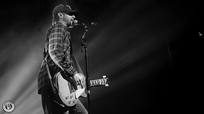 Canaan Smith performs during the Blackout Tour stop @ Budweiser Gardens in London, ONT - Photo: Corey Kelly