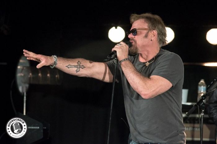 Phil Vassar rockin' the Medina Events Centre - Photo: In Action Photos