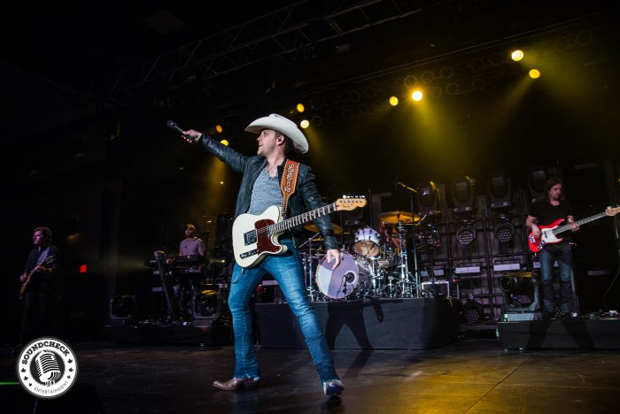 Justin Moore performs at Treasure Island Casino in Minnesota - Photo: InAction Photos