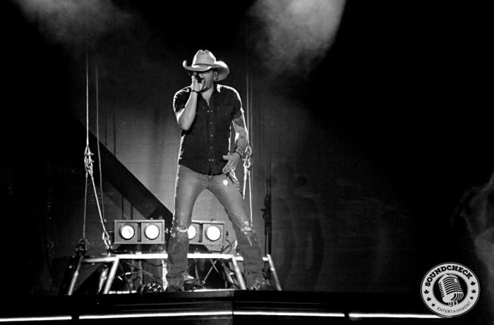 Jason Aldean performs in Toronto - Photo: Corey Kelly