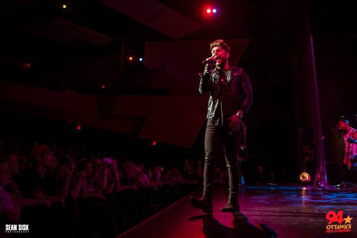 Chris Lane performs at New Country 94's Summer Kick Off Party - photo by Sean Sisk courtesy of New Country 94