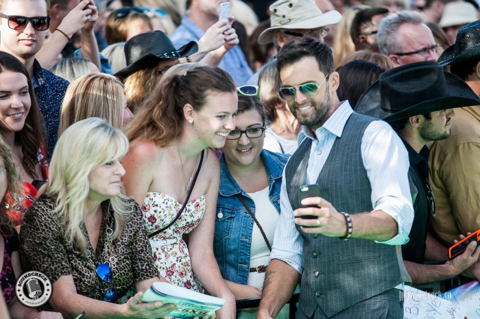 Dean Brody soaking in the selfies with fans on the John Deere Green Carpet at the 2016 CCMA Awards - Photo: Bill Woodcock