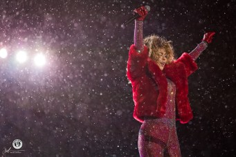 Shania Twain performs during the 2017 Grey Cup Halftime Show in Ottawa - Photo: Renée Doiron