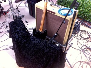 sound-design-live-how-to-control-feedback-in-live-sound-guitar-amp-doghouse