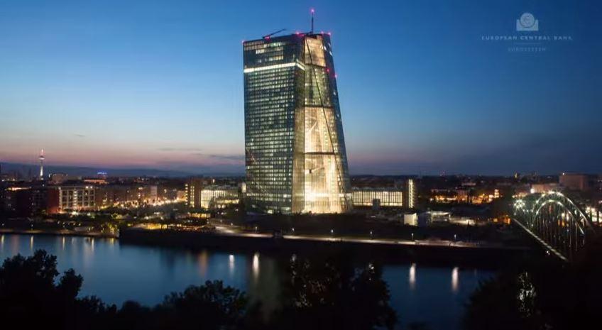 ECB-nacht-blau
