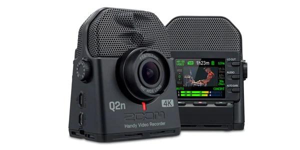 ミュージシャンのための4Kカメラ。音楽の感動をハイレゾ音質で  4KハンディビデオレコーダーZOOM「Q2N-4K」。鮮明な映像を記録できる4K画質とHDR撮影機能により、超高解像度の映像を誰でも手軽にワンタッチで撮影できます。XYステレオマイクを搭載し、最高24bit/96kHzのハイレゾ音質を実現。迫力あるライブパフォーマンスの臨場感をそのまま記録できる他、FacebookやYouTubeなどでストリーミング配信も可能。まさにミュージシャンのためのビデオカメラです。