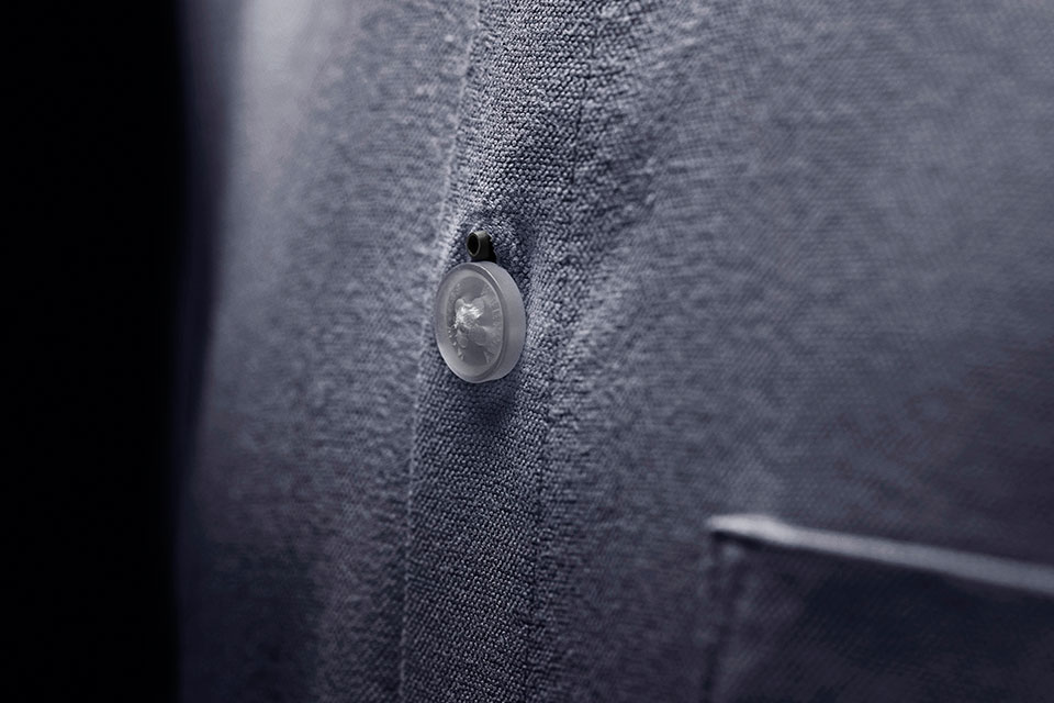 The DPA d:screet Slim mounted in button hole