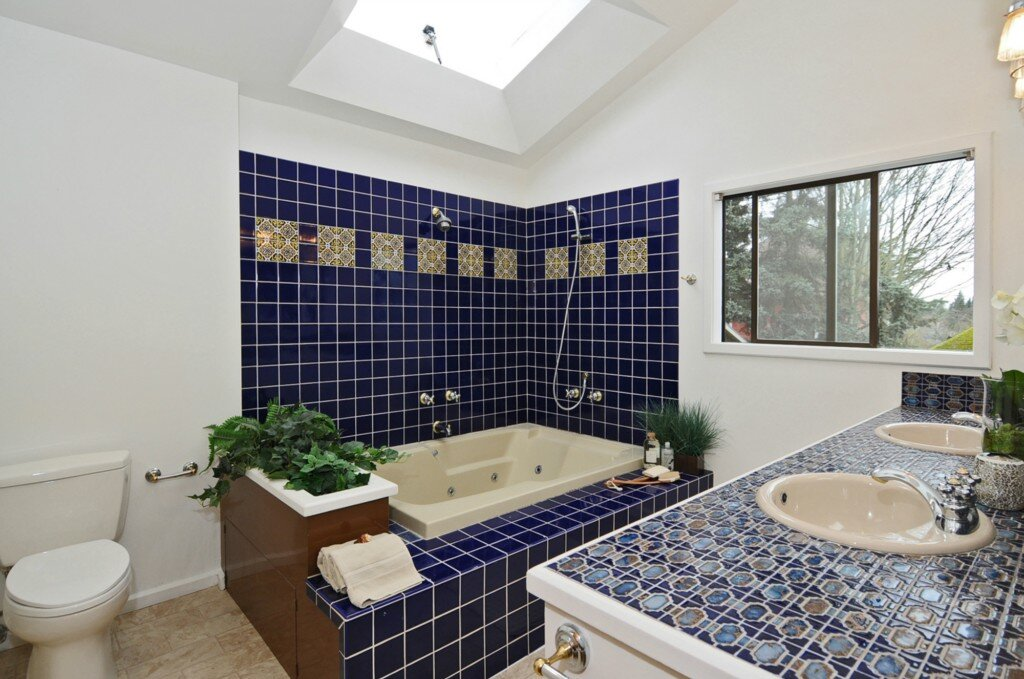 Bathroom interior painting in Phinney Ridge, Seattle