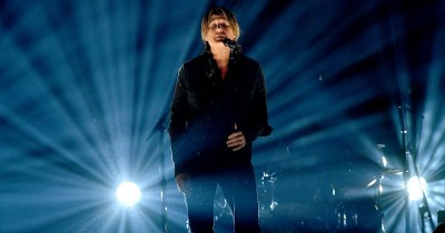 The Story Behind The Recording Of Burden Keith Urban Singing