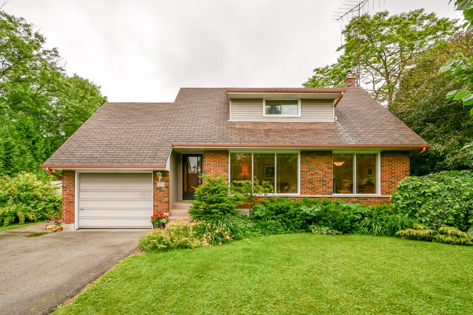 21 Malvern Guelph Home With Large Yard