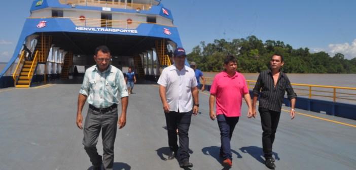 Prefeito Guto conhece nova Ferry Boat São Gabriel