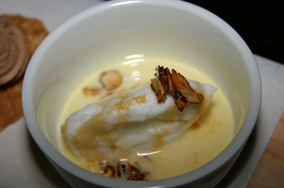 "Meringue with caramel sauce or ""Floating Island"""