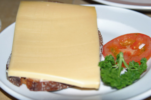 Gouda cheese with bread