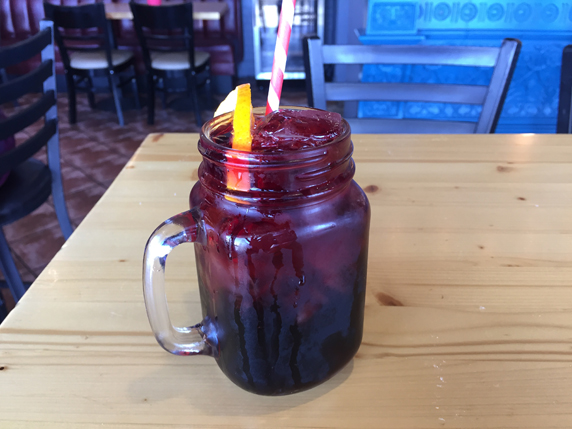 Traditional Basque drink to pair with tapas, the kalimotxo