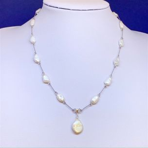 Freshwater pearl pendant necklace