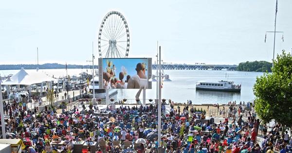 movies-on-the-potomac-at-national-harbor_credit-national-harbor