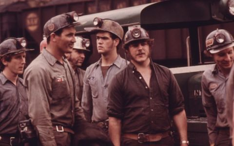 GROUP_OF_MINERS_WAITING_TO_GO_TO_WORK_ON_THE_4_P.M._TO_MIDNIGHT_SHIFT_AT_THE_VIRGINIA.POCAHONTAS_COAL_COMPANY_MINE_.4.._._NARA_._556348.e1497544218958(1)