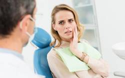 Patient with urgent issue visiting the dentist