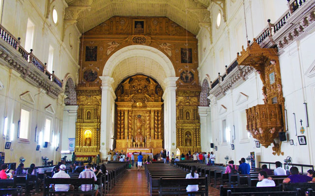 Inner view of Basilica of Bom Jesus Church in Goa