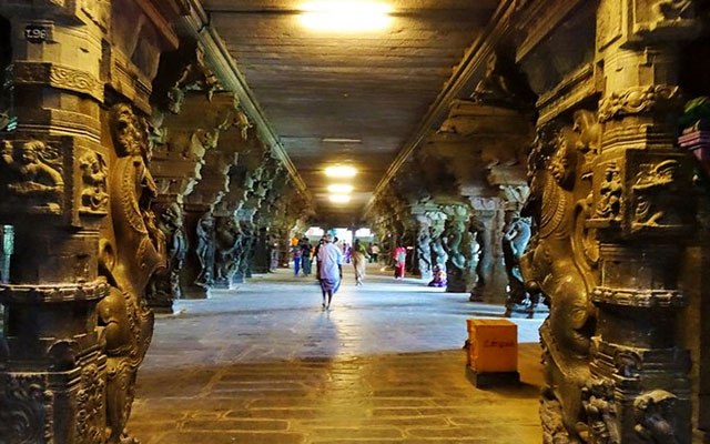 Corridors of Nellaiappar temple in Tirunelveli