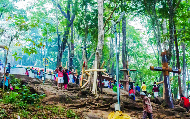 Peoples climping malayattor hill to reach St.Thomas Syro-Malabar church in Malayattoor