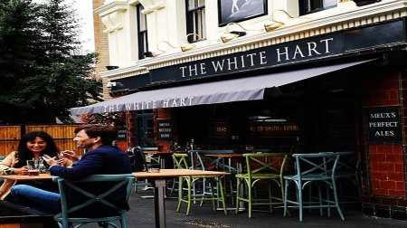 David Tennant filming outside Southwark pub (Photo Credit: EJ Ward/Panda Radio)
