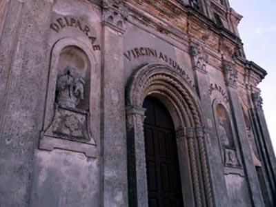 Nella foto l'ingresso della chiesa.