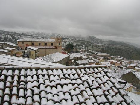 Neve sui tetti di Satriano