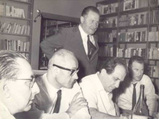 """Antonino Calabretta (in piedi) durante i lavori del premio leterario """"Città di Soverato"""""""