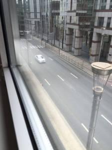 bruxelles strade deserte - rue de la loi - nei pressi della stazione Maalbek dopo l'attentato