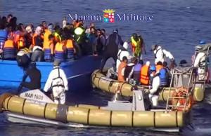 marina-militare-migranti-2015