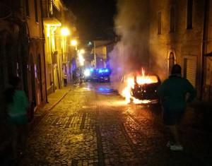 motta-santa-lucia-incendiata-auto1
