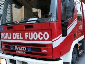 Catanzaro – Auto in fiamme nel quartiere Santa Maria