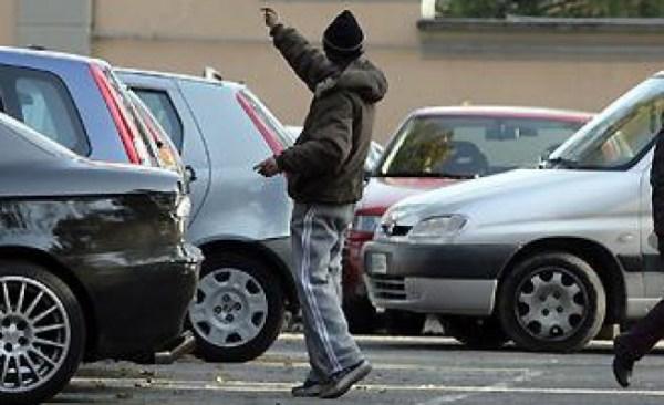 parcheggiatore_abusivo
