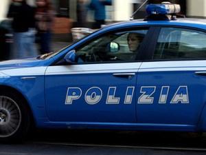 Poliziotti aggrediti durante rissa tra giovani, arrestato 28enne