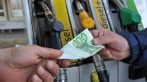 La truffa della benzina annacquata