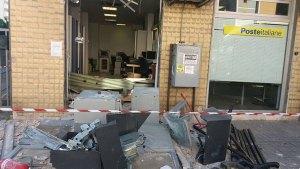 Tentano di asportare bancomat da Ufficio Postale con pala meccanica, indagini in corso
