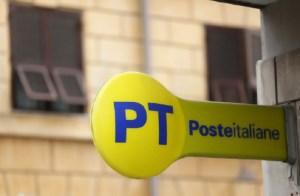 Ruba 2800 euro ad un impiegato dell'ufficio postale e scappa, denunciato
