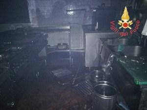 FOTO | Incendio in un ristorante di Catanzaro