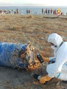 Rinvenuto fusto sospetto sulla spiaggia di Gizzeria Lido