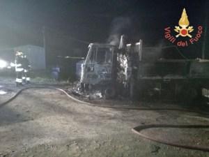 Incendiati automezzi di proprietà di una ditta edile