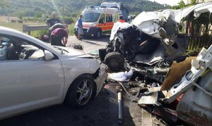 Scontro tra auto: muore 73enne, grave il fratello. Altre due persone ferite