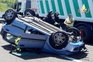 Borgia – Tamponamento tra auto e furgone sulla SS106 in direzione Soverato, tre feriti