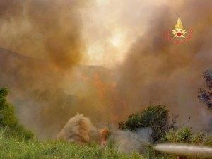 Diversi incendi nel catanzarese, interventi dei Vigili del Fuoco