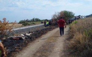 Treno investe famiglia sulla jonica: morti due bambini, grave la madre