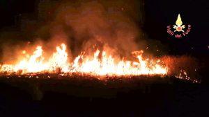 Macchia mediterranea in fiamme a Roccelletta e Copanello