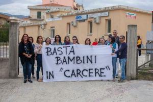 """Sit-in di protesta dell'Associazione """"MaMa"""" di Badolato"""