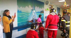 Visita dei Vigili del Fuoco al reparto di oncologia pediatrica